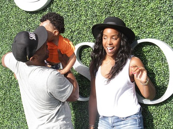 Kelly Rowland, cute son and husband pictured at the U.S Open  2C0B43CA00000578-3225703-image-a-14_1441667702984