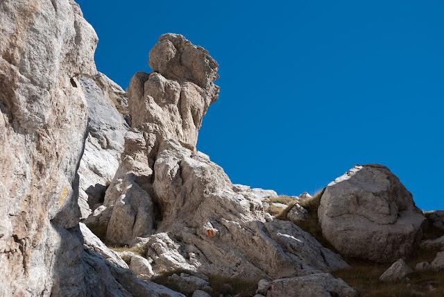 Un torrione di roccia lungo la via Cieri al M. Infornace