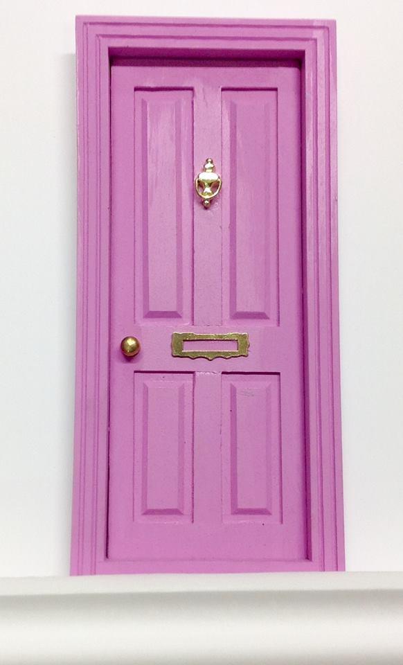 Blanco y negro puertas del ratoncito p rez - Puertas de madera decoradas ...