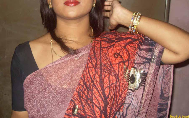 Desi Aunty Removing Dress