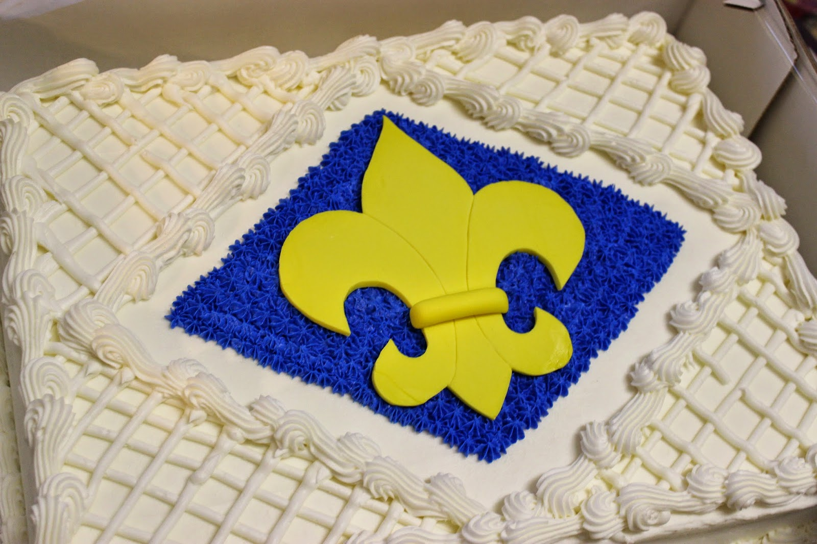 Cake Impressions by Wendy: Blue and Gold {Costco} Cake
