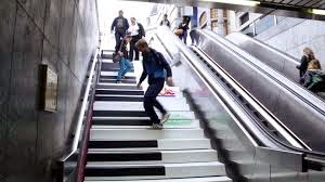 http://unpocodetodoticaticamusica.blogspot.com.es/2014/10/piano-stairs.html