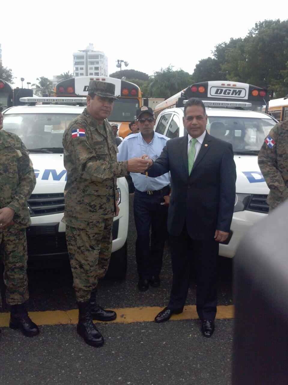 Ministerio de defensa entrega equipos a migraci n 16 minutos for Ministerio de migracion