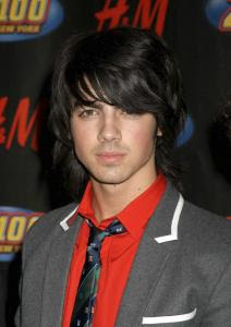 JOE JONAS MEDIUM LAYERED HAIR