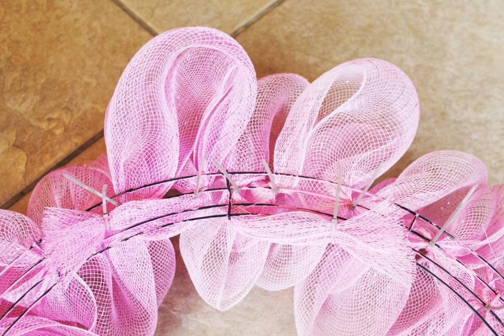 Miss kopy kat how to make a deco mesh ruffle wreath Making wreaths