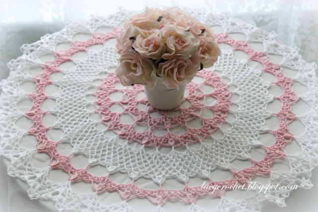 Free Crochet Patterns For Table Doilies : Lacy Crochet: Honeysuckle Doily, Free Vintage Pattern