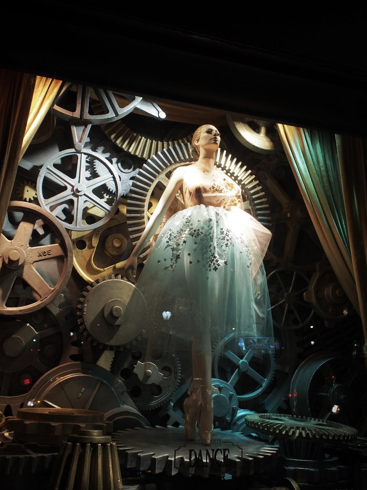 Midnight en Pointe #MidnightenPointe #bgwindows #5thavenuewindows #holidaysinNYC #besttimeoftheyear ©2014 Nancy Lundebjerg