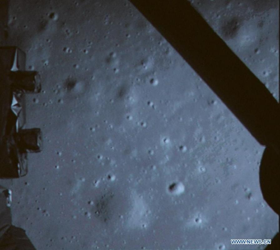 Chang'e-3 atterrata sulla Luna, il rover Yutu sulla superficie Lunare! Splendide immagini e video!