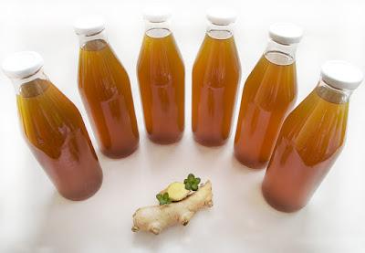 Sirup iz ingverjeve mete steklenice