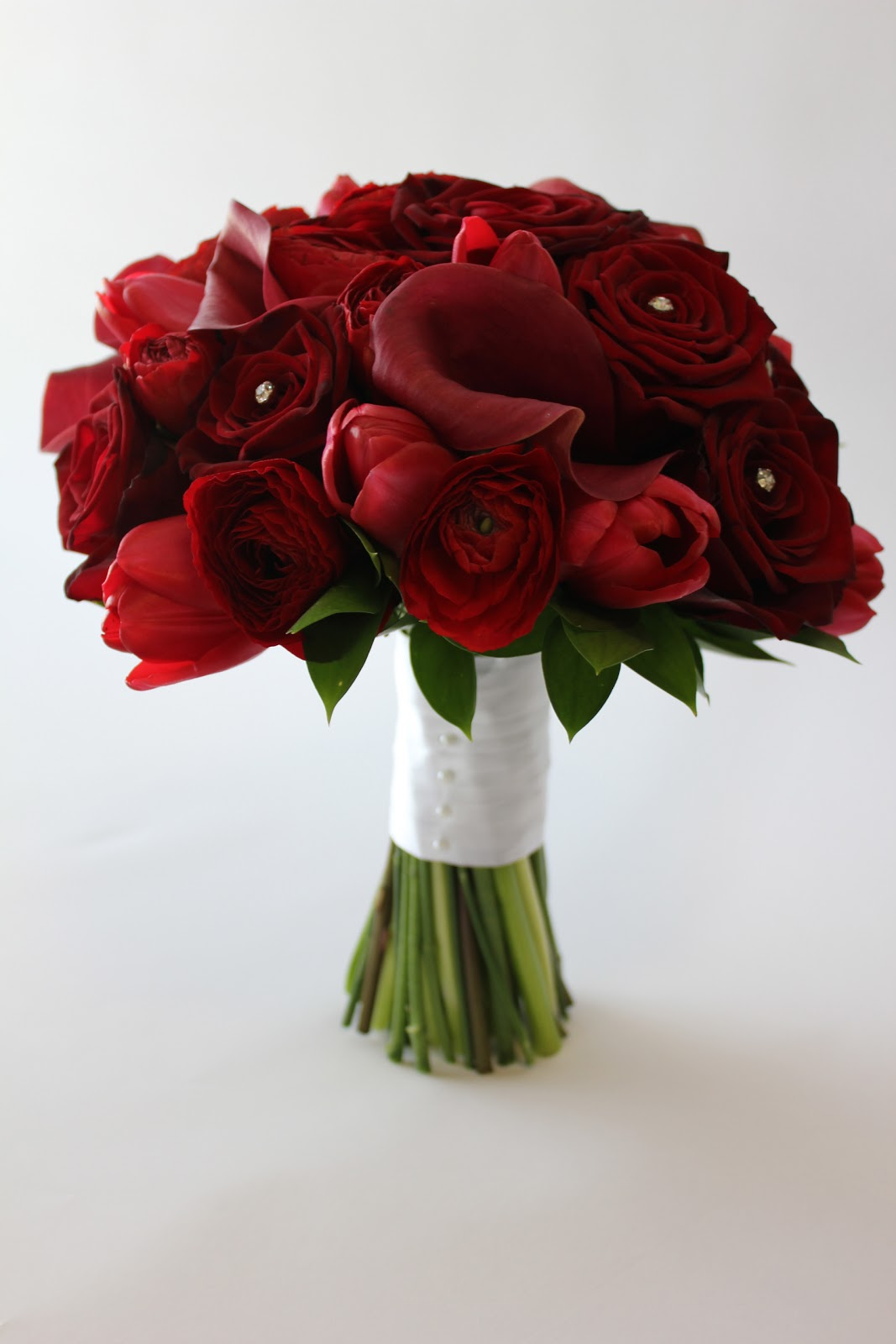 Broadview florist amanda and mark 39 s wedding for Wedding bouquet tulips and roses