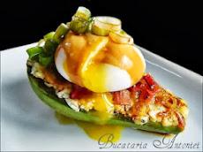 Mic dejun cu avocado si branza albastra