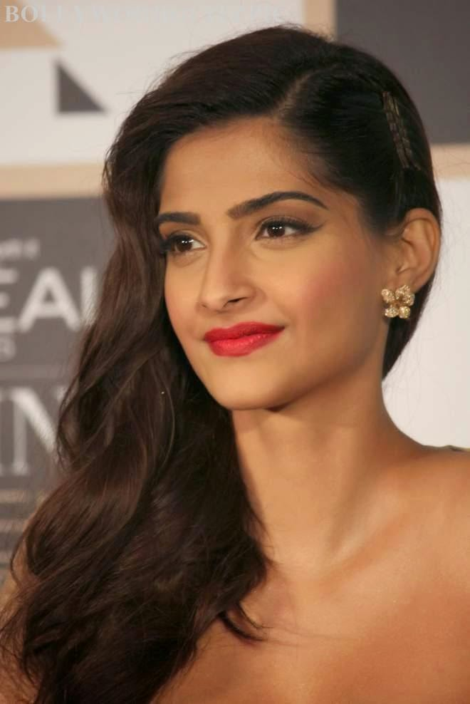 Sonam Kapoor Latest Stills At Femina Women Awards 2015