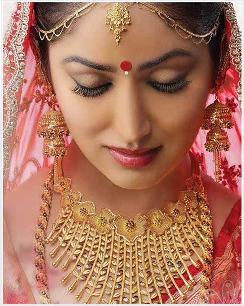 Bengali bridal gold jewellery - Bengali Bridal Look With Gold Jewelry Bindi
