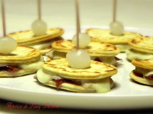 hiperica_lady_boheme_blog_cucina_ricette_gustose_facili_e_veloci_piadina_con_prosciutto_e_mozzarella_3