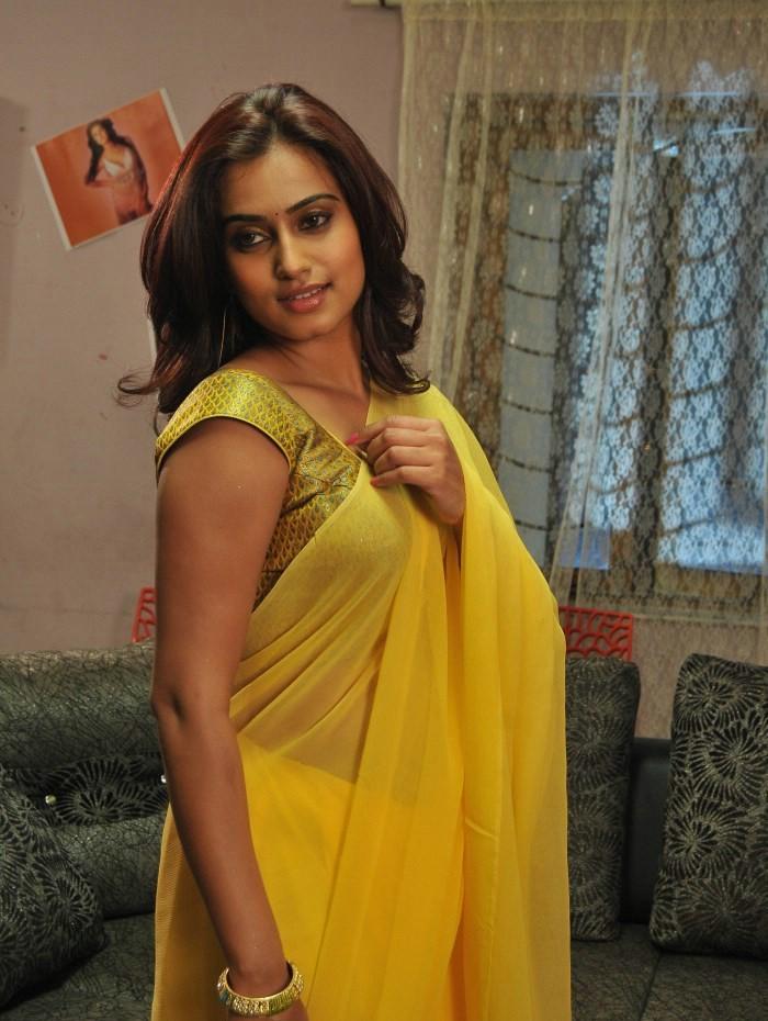 Amisha patel yellow bikini show - 2 part 9