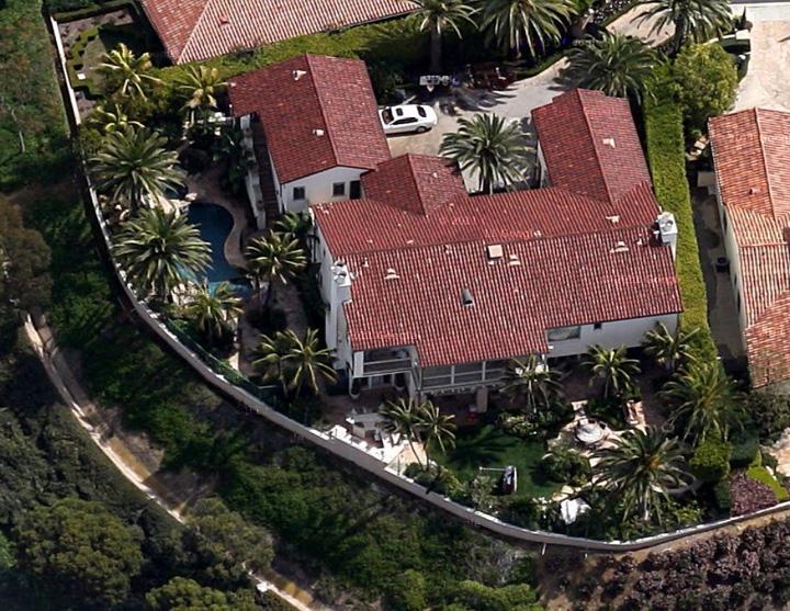 The Real Estalker Kobe Bryant Loses Three Mansions In Divorce