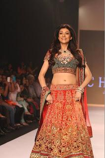 Sushmita Sen showstopper for Charu Jewels at #IIJW2013 8.jpg