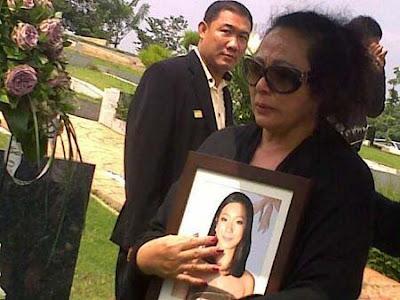 Pemakaman Olivia Dewi6