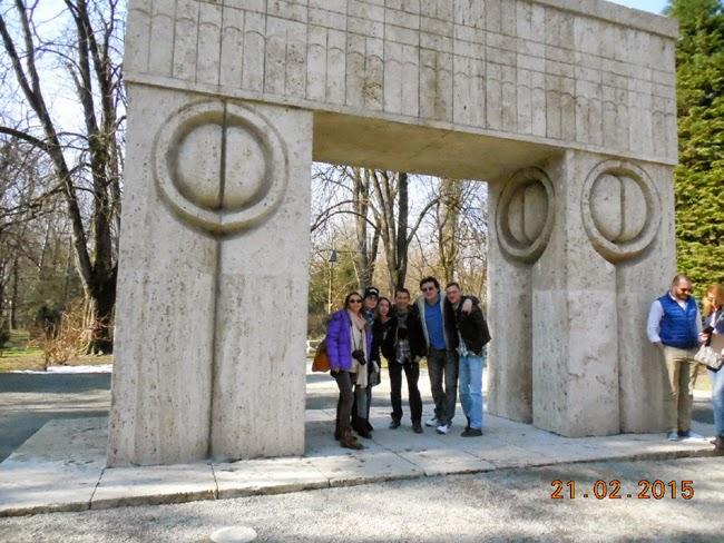 poza de grup la Poarta Sarutului