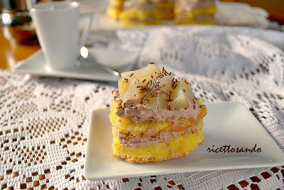 Tartine dolci con pan di spagna pere e mascarpone