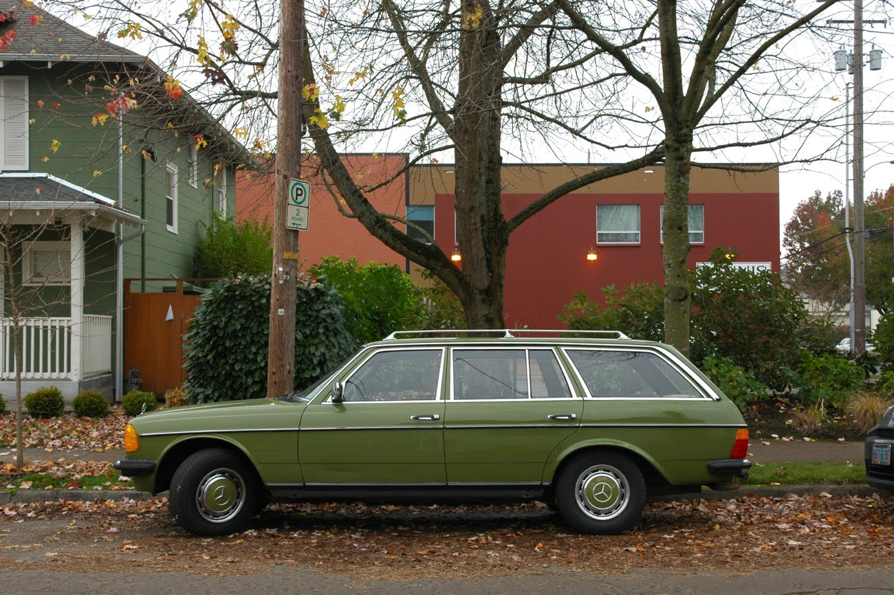 Old parked cars 1978 mercedes benz 300td wagon for Mercedes benz 300td