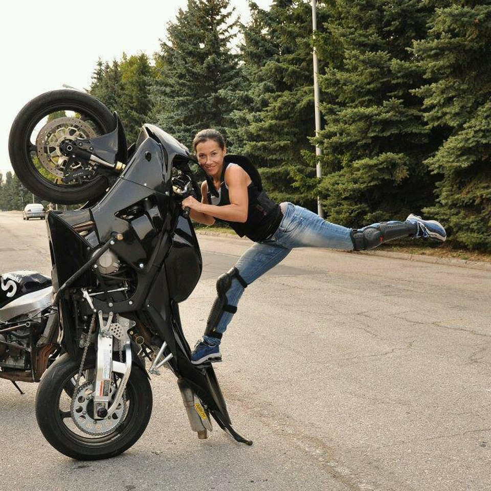 how to become a stunt woman