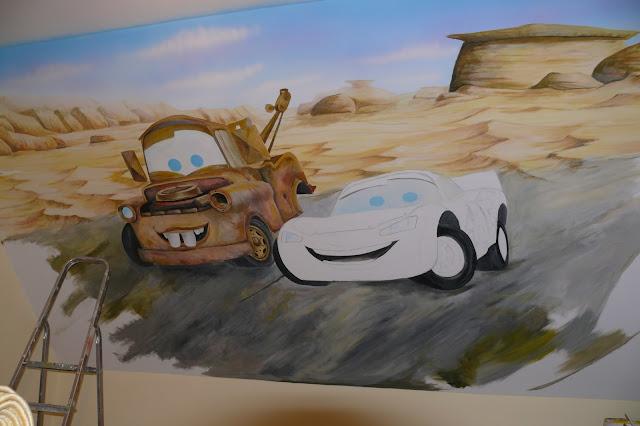 Wandmalerei in den Raum Jungen cars, Toruń, aranżacja pokoju chłopca na poddaszu, malowanie samochodów na ścianie