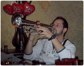 Mike Trumpeteando