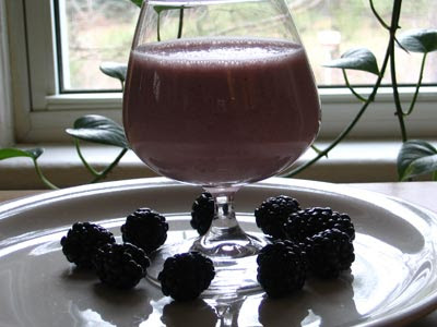 Oat-Mango Smoothie alongside Blackberries