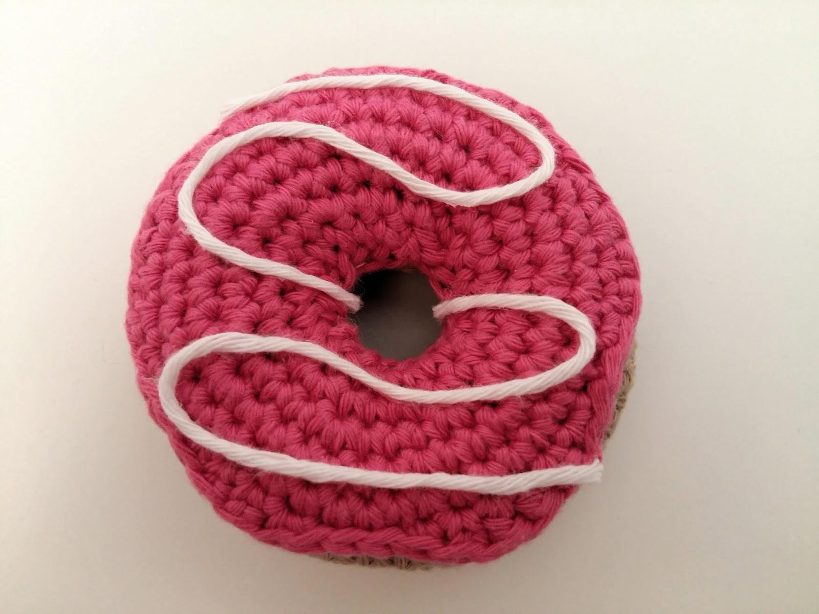 F e du tricot portes clefs gourmands au crochet tuto inside - Clef a laine ...