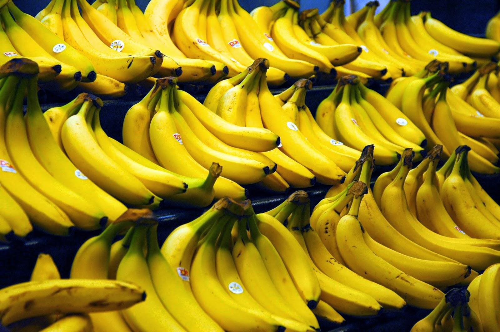 skorka banana na biale zeby
