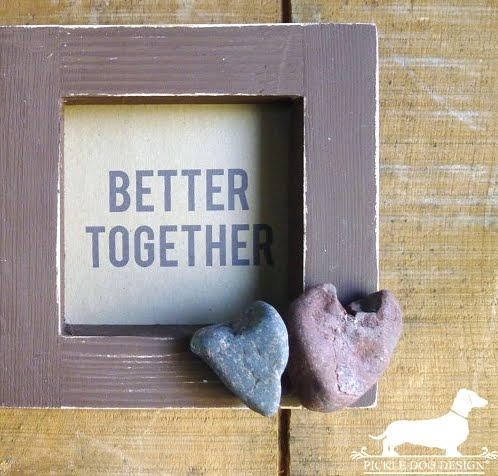 picture frame with beach rock hearts