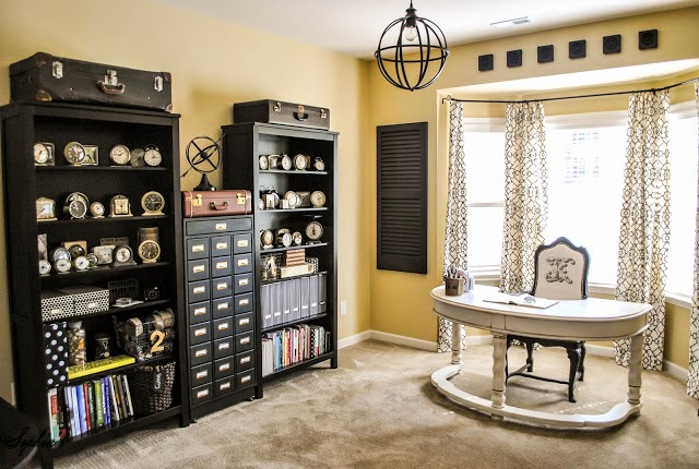 first up i am smitten with this craft roomhome office from sophias decor its absolutely charming i am especially enamoured with the bookshelves full charming office craft home wall