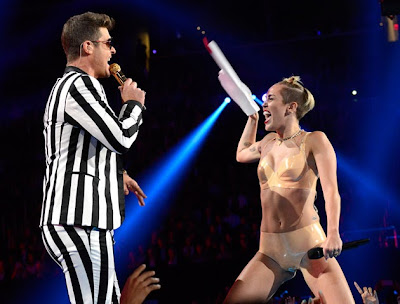 Miley Cyrus Shocked the VMAs, Miley Cyrus, Miley Cyrus twerk