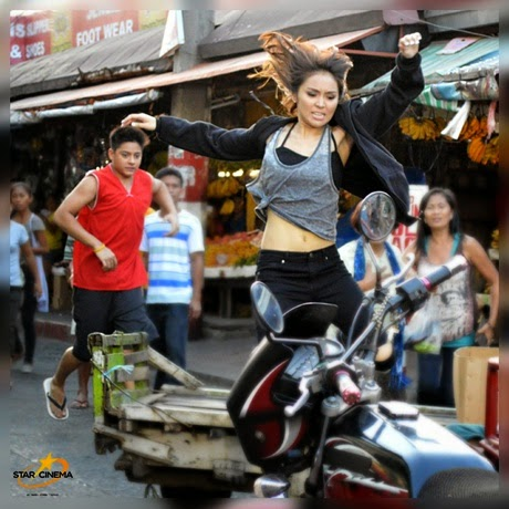 Viral Photo of Kathryn Bernardo Jumping Over a Wooden Cart  for their New Movie Project Together with Daniel Padilla