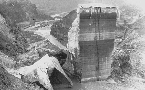 the johnston floods when the south fork dam collapsed The rain over the watershed of the south fork dam fell at the rate of  by three o' clock, 10,000 cubic feet of water were pouring into the reservoir every second   william mccreery, chariman, johnstown flood report of the citizens' relief.