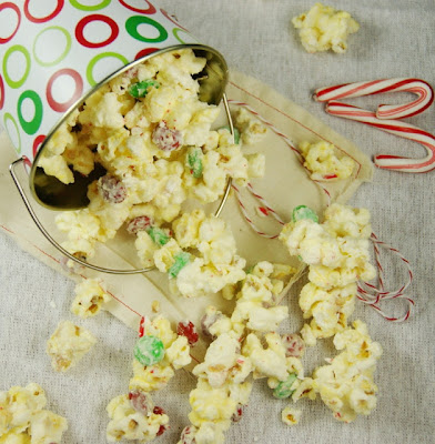 The Kitchen is my Playground: Christmas White Chocolate Peppermint Popcorn