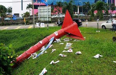 http://3.bp.blogspot.com/-P2_9tToNr_g/UYy_RLgve3I/AAAAAAAAuS0/etwCwZnPq0g/s1600/Roket+Tumbang.jpg