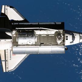 wallpaper pesawat luar angkasa