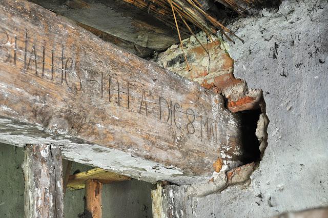 Gowarczów, karczma z połowy XVIII wieku. Końcowy fragment napisu na tragarzu. Dnia 8 maja... (niewidoczna data 1768). Fot KW z 2012.