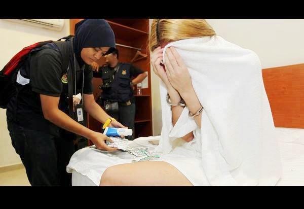 VIDEO INSIDEN SETEMPAT Pelakon Drama Popular Rindu Awak 200 Dicekup Hasil serbuan Jabatan Agama Islam Selangor JAIS awal pagi mendapati selebriti yang dikenali dengan Nur