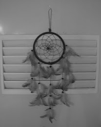 DREAMCATCHER. THERE'S BLOODBATH IN THE BATHROOM