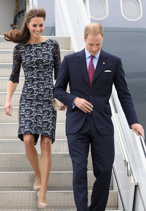 kate middleton arrive in canada , hot images