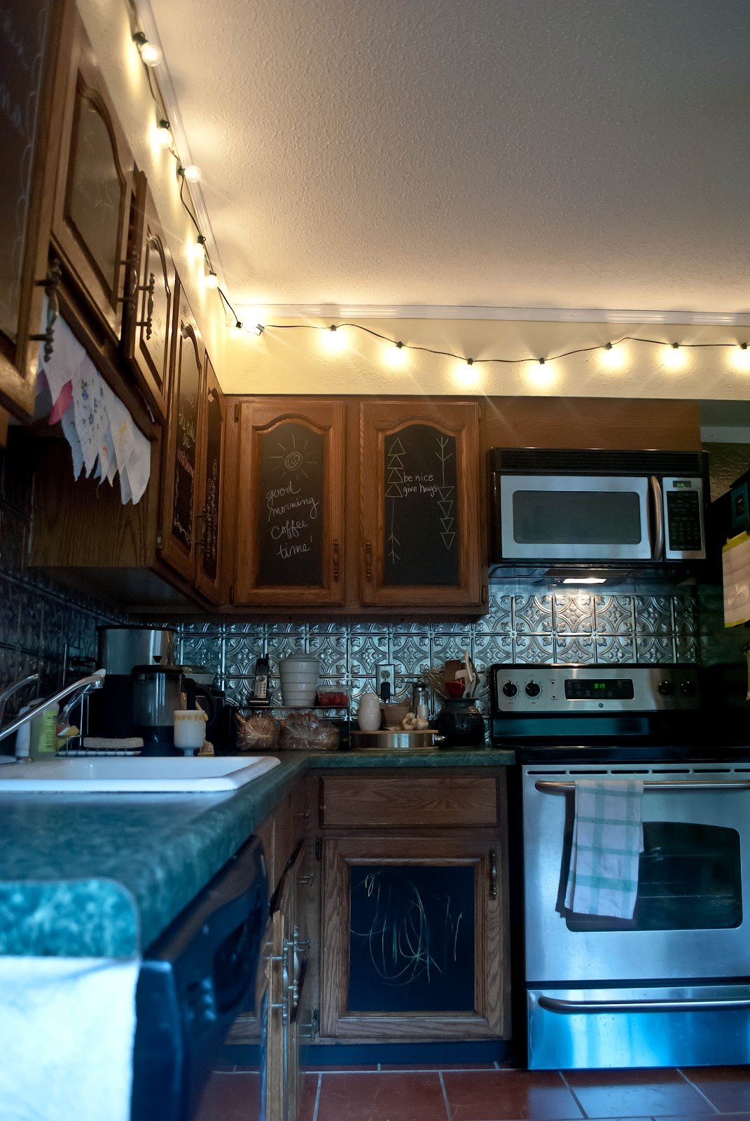 My trash and treasure home tour rental kitchen mini makeover - Kitchen wow mini makeovers ...