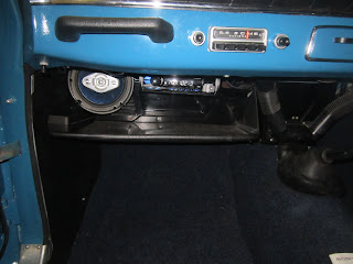 Left speaker and Radio hidden under dashboard Volvo Amazon