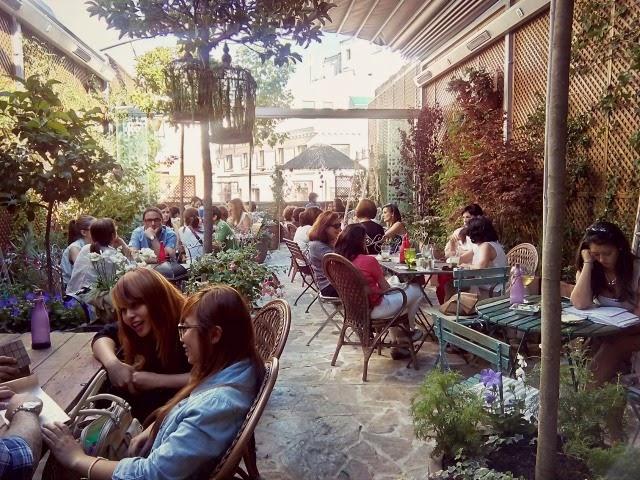 El jard n secreto y el sal n de t de salvador bachiller for Cafe el jardin secreto