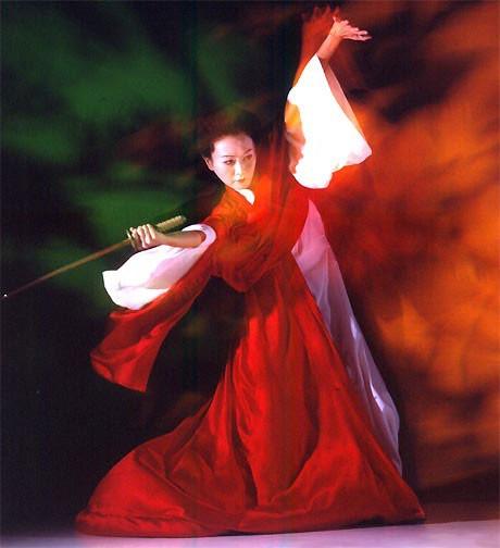 Madame Butterfly danser med sværdet