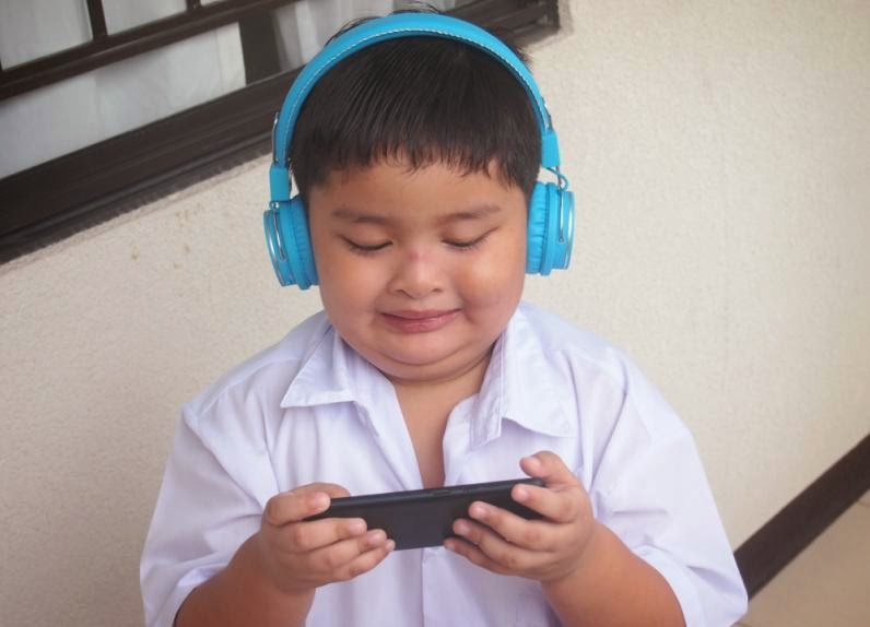 TeknoGadyet Giveaway: Kitsound Manhattan Bluetooth Headphone