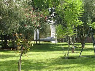 Day Bed romanesque dans les jardins des Deux Tours à Marrakech