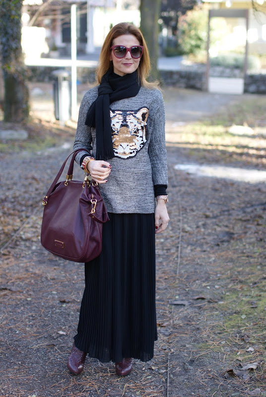 tiger head sweater, black pleated skirt, Marc by Marc Jacobs Too hot to handle tote